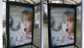 Plakaty Neovize na przystankach w Cieszynie