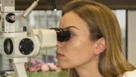 Polacy bez kolejki leczą zaćmę w klinice NeoVize w ramach NFZ